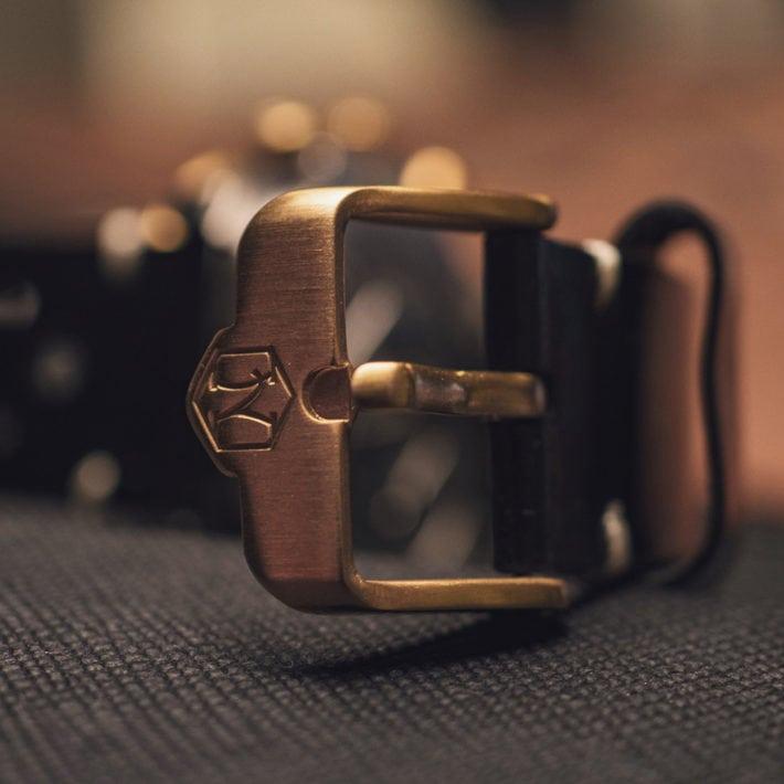 Nezumi Studios Voiture racing chronograph watch strap buckle close up